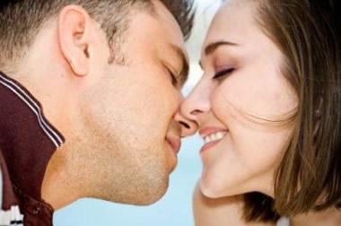 キスされる場所には意味があった!体にキスする男の深層心理20