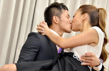 既婚者男性からのキスしてくる心理とは?遊び人かどうか見極める方法