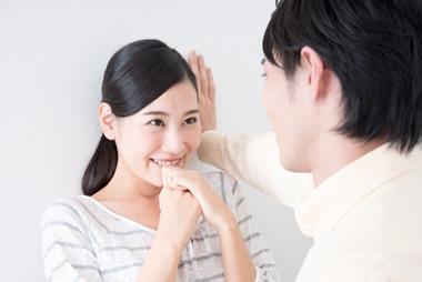 デート中、女性が「キスしたい」と思った時に出すサイン20選