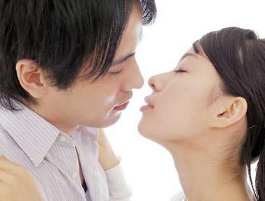 男をドキドキさせるキスとは?彼女から可愛くキスする方法20選
