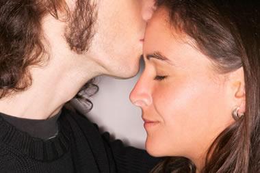 カップルのキスが盛り上がる裏テクニック20選とは?