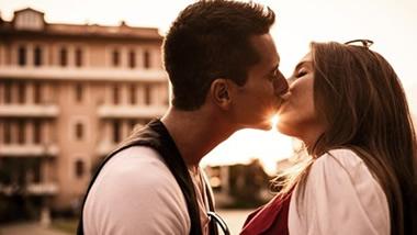 マンネリ回避!恋人が燃えるキスの種類19個とは?