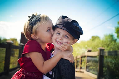小学生でキスは早い?!小学生でもできる可愛いキスの方法