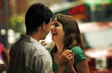 彼にキスしよう…彼女から彼氏にかわいくキスする方法13選