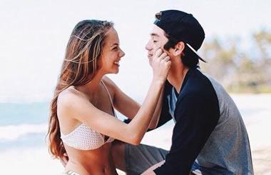男性必読!女性が彼に「キスしてほしい」時に出すサイン20選