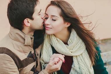 付き合う前の男性が突然キスしてくる理由と対処法16選