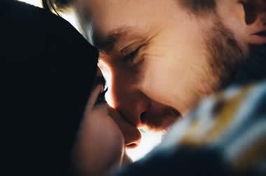 初対面でキス?!初対面からキスしてくる男性心理とは?