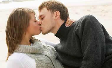 愛情を深めるカップルのキスシーン10選!バカップルの迷惑キスとは?