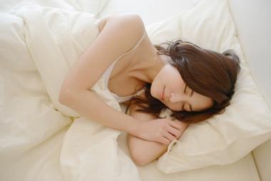 思わず萌える!彼氏が彼女の寝顔を見て思う本音15個とは?