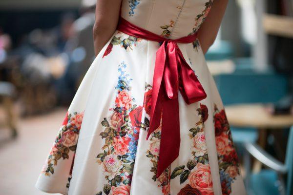 婚活パーティーでモテる女性の服装と、モテない女性の服装21選