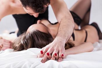 催眠セックスのしかた:こんな方法で女性をイカせられるとは!?